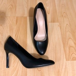 Kelly and Katie Black Pumps Size 8